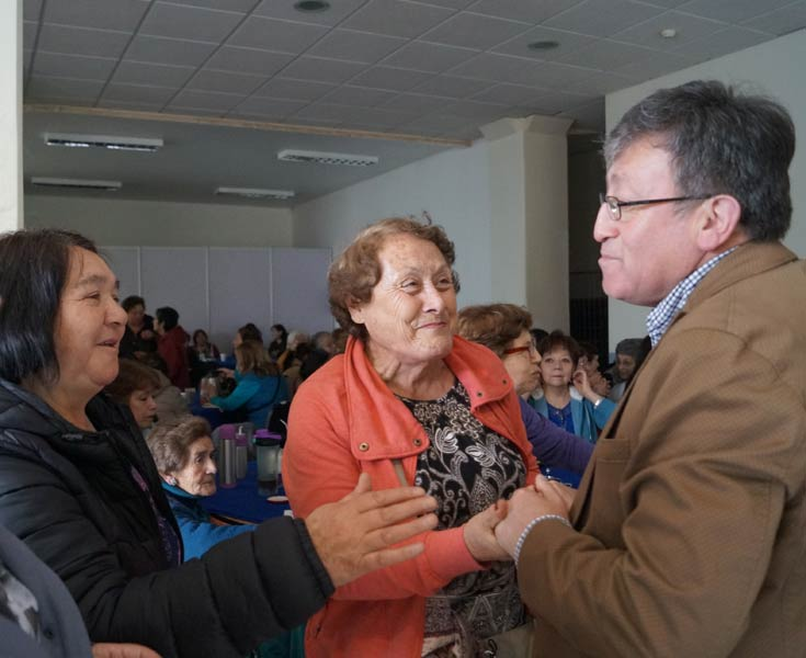alcalde con adultos mayores